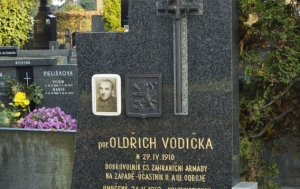 Přerov. Náhrobek Oldřicha Vodičky – pomník obětem za svobodu a demokracii