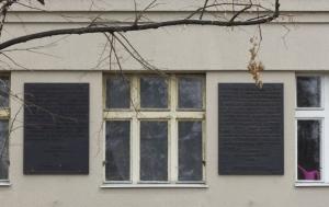 Praha 6. Pamětní desky osobám nezákonně odvlečeným do sovětských gulagů, prvním obětem komunistické totality v Československu