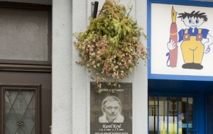 Praha 7. Pamětní deska Karlu Krylovi