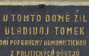 Praha 7. Pamětní deska Vladivoji Tomkovi