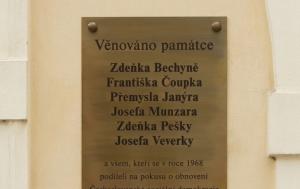 Praha 1. Pamětní deska pokusu obnovení Československé sociální demokracie v roce 1968