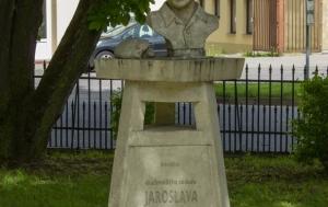 Jemnice. Pomník Jaroslavu Šlezingerovi