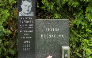 Kutná Hora. Pamětní deska Emanuelu Viktoru Voskovi