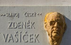 Kyjov. Pamětní deska Zdeňku Vašíčkovi