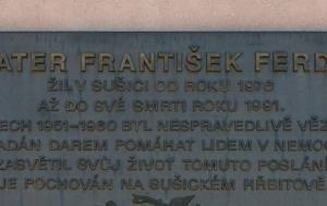Sušice. Pamětní deska Františku Ferdovi