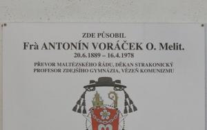 Strakonice. Pamětní deska Antonínu Voráčkovi