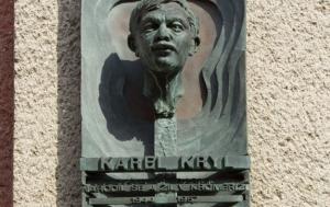Kroměříž. Pamětní deska Karlu Krylovi II