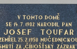 Arnolec. Pamětní deska Josefu Toufarovi