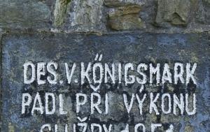 Pomezí nad Ohří. Památník Pohraniční stráže s pamětními deskami Václavu Königsmarkovi a Janu Novákovi