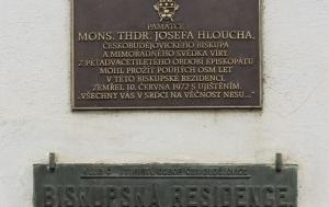 České Budějovice. Pamětní deska Josefu Hlouchovi