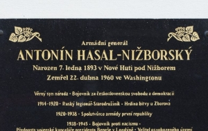 Nižbor. Pamětní deska Antonínu Hasalovi