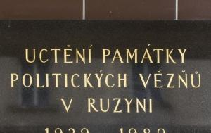 Praha 6. Pamětní deska politickým vězňům 1939–1989