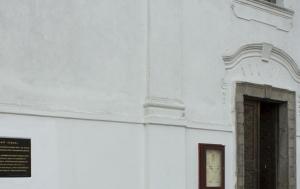 Mladá Vožice. Pamětní deska internovaným duchovním v Radvanově