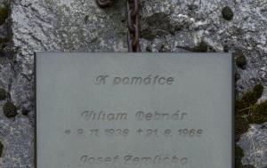 Brno-Líšeň. Pomník Josefu Žemličkovi a Viliamu Debnárovi