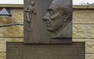 Újezd u Brna. Pamětní deska Janu Haluzovi