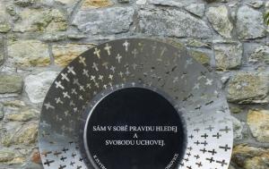 Boskovice. Pomník k 25. výročí Listopadu 1989