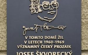 Praha 6. Pamětní deska Josefu Škvoreckému