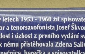 Praha 5. Pamětní deska Josefu Škvoreckému