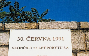 Milovice. Pamětní deska odchodu Sovětské armády