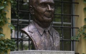 Praha 1. Busta Françoise Mitterranda