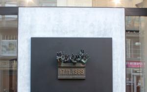 Praha 1. Pamětní deska 17. listopadu 1989