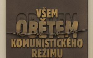 Slaný. Pamětní deska obětem komunistického režimu ze Slaného a Slánska