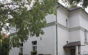 Praha 9. Pamětní deska Karlu Strmiskovi