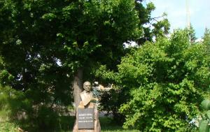 Přelouč. Pamětní deska na pomníku Antonína Švehly