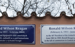 Praha 6. Pamětní desky Ronaldu Reaganovi