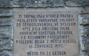 Vysoké Mýto. Pamětní deska na vojenskou intervenci a pobyt sovětské okupační armády